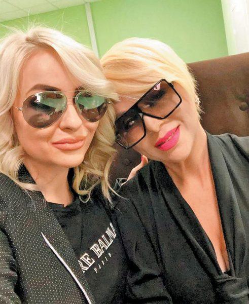 Валентина Легкоступова с дочерью Анэттой