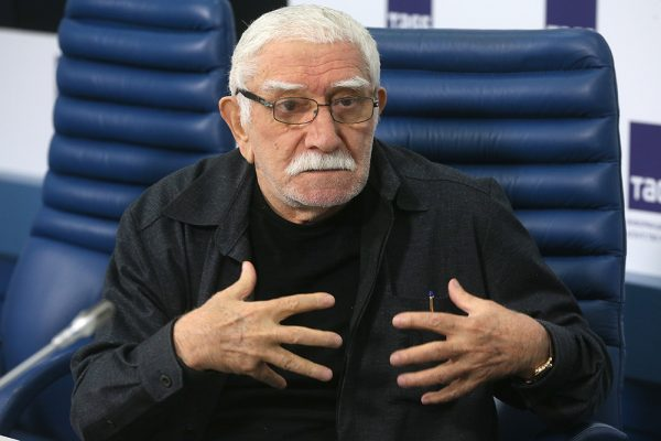 Армен Джигарханян,