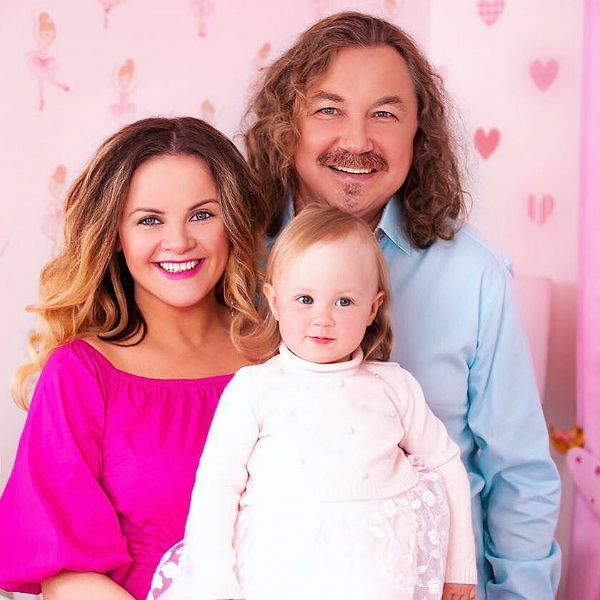 Юлия Проскурякова с мужем и дочкой