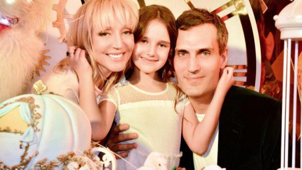 Кристина Орбакайте с супругом и дочерью