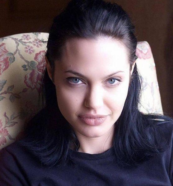 Анджелина Джоли показала ноги - Поклонники в восторге