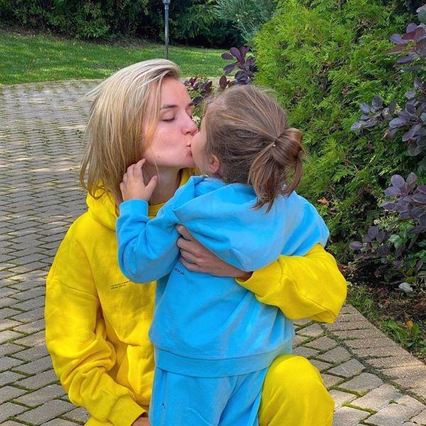 Полина Гагарина с дочкой