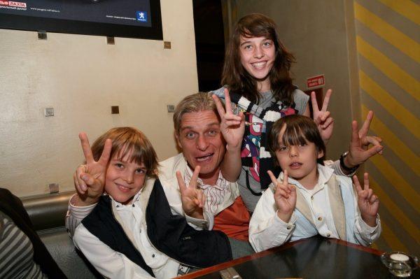 Олег Тиньков с детьми