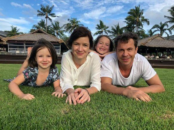 Павел Деревянко с чудесной семьей