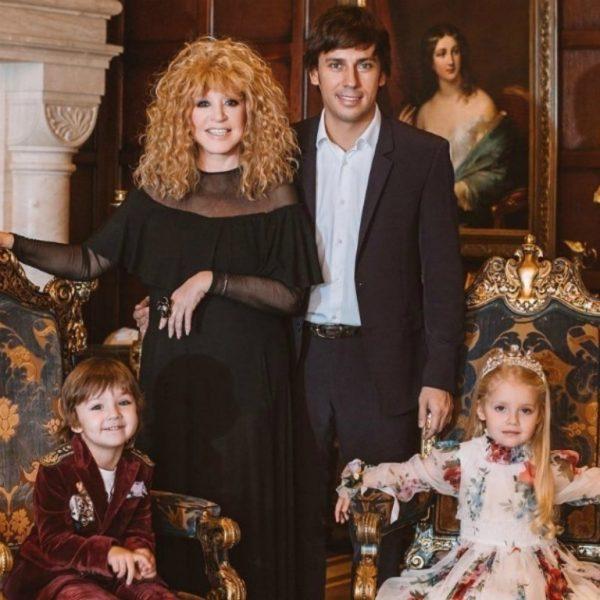 Алла Пугачёва с супругом Максимом Галкиным и детьми