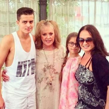 Пугачева и Ротару в молодости с внуками