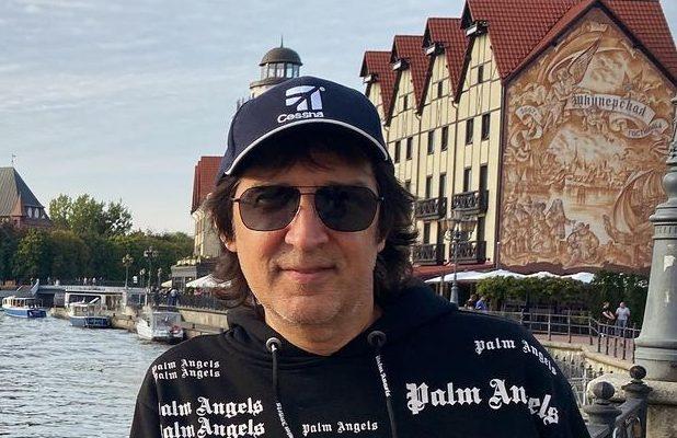 Кай Метов продолжает гастролировать с концертами, чем злит своих коллег. Сразу после выступления он публично обратился к зрителям
