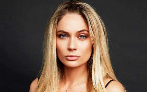 Наталья Рудова с распущенными волосами
