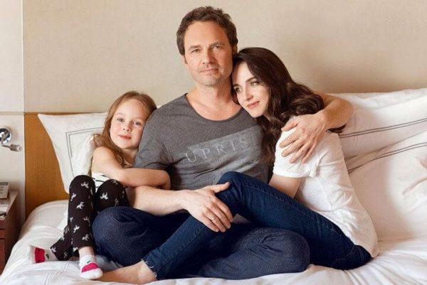 Анна Снаткина с мужем и дочкой