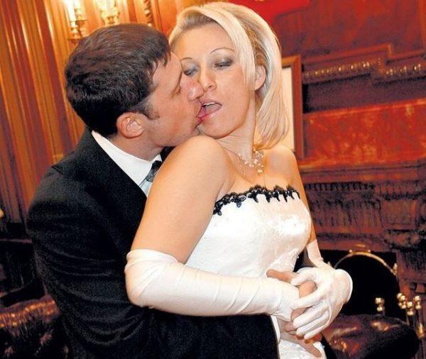 Мария Захарова страстно целует своего мужа