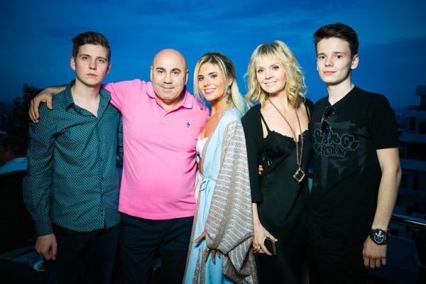 Валерия с супругом и детьми