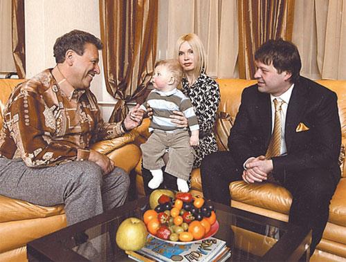 Борис Грачевский с семьёй сына Максима, фото:spletnik.ru