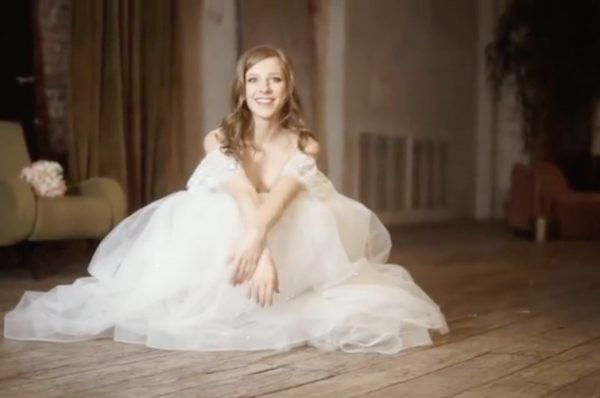 Лиза Арзамасова в свадебном платье