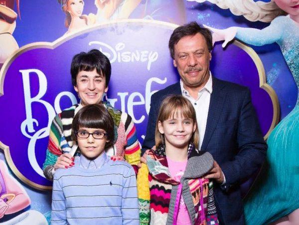 Михаил Барщевский с женой и детьми