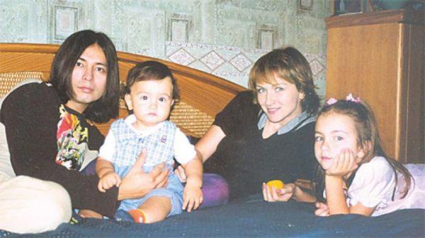 Мурат Насыров с женой и детьми