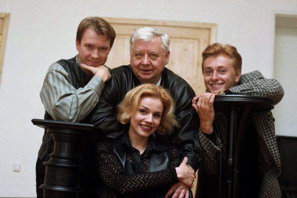 Олег Табаков с женой и друзьями
