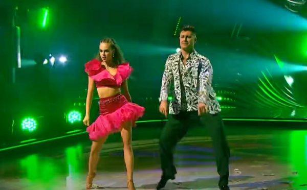 Дарья Палей и Дава танцуют