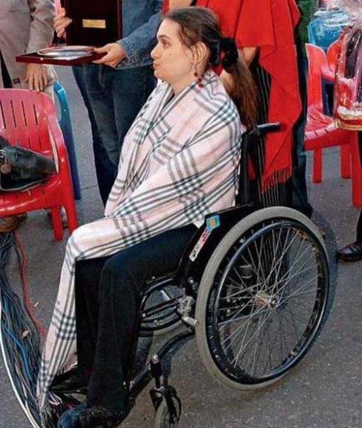 Мария Баталова в инвалидной коляске