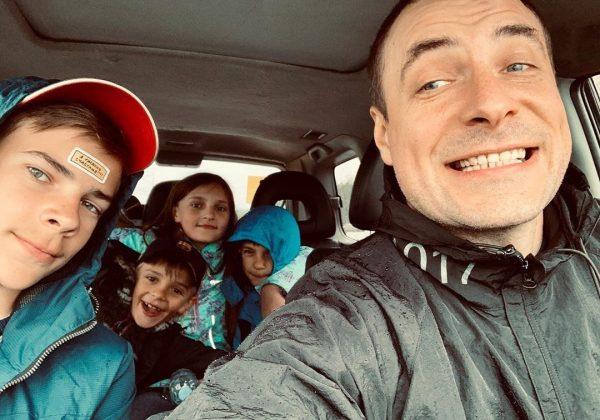 Евгений Цыганов с детьми