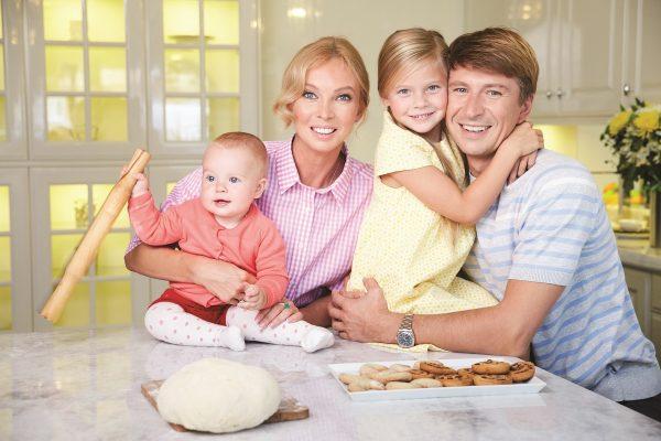 Алексей Ягудин и Татьяна Тотьмянина с дочками