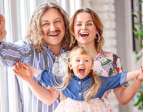 Мать стала врагом... Брак Николаева и Проскуряковой разрушают родственники. Почему мама певца не любит Юлию Проскурякову и винит ее во всех неудачах сына