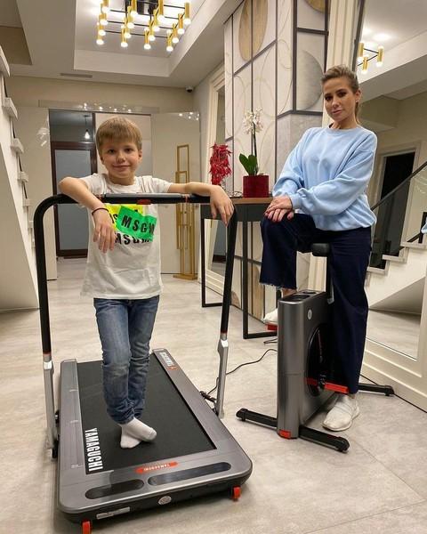 Барановская с сыном в новом доме