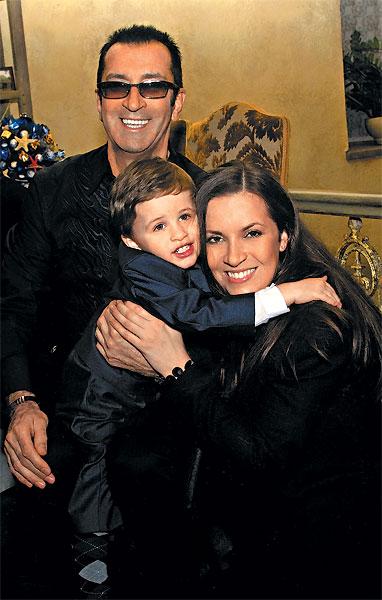 Александр Буйнов с дочерью и внуком
