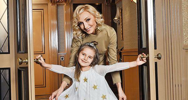 Кристина Орбакайте с дочкой