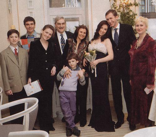Анна со всей своей большой семьей