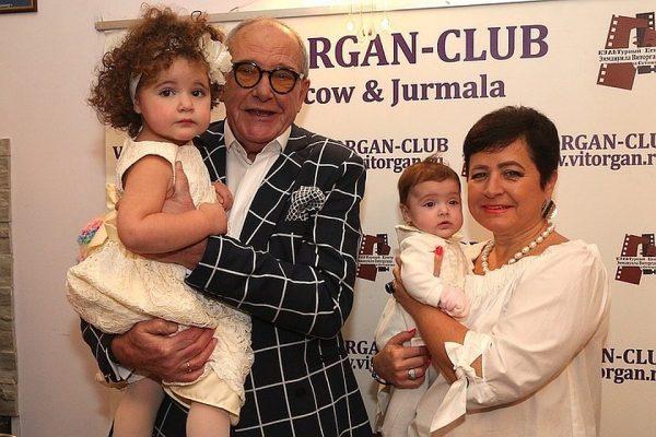 Эммануил Виторган и Ирина Млодик с дочками