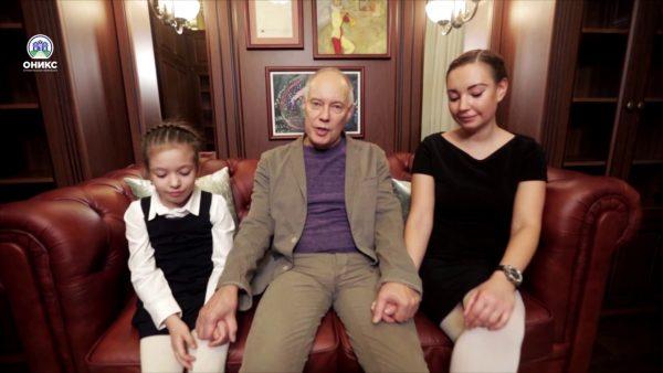 Владимир Конкин с дочерью и внучкой