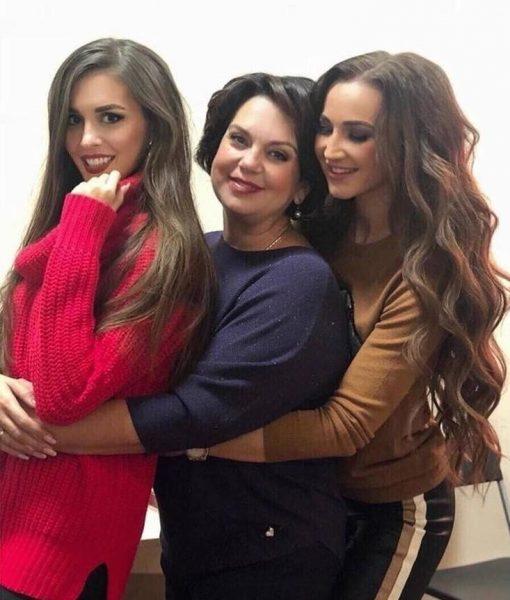 Ольга Бузова с мамой и сестрой