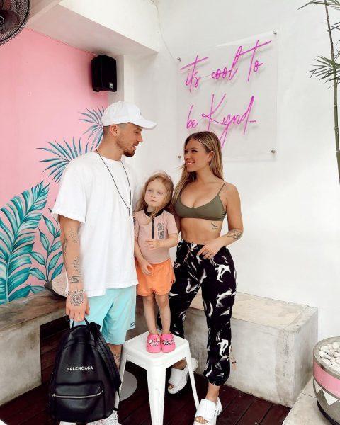Рита Дакота с возлюбленным Фёдором и дочкой Мией