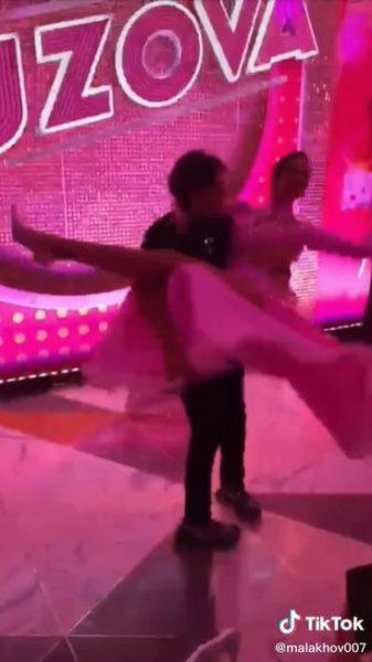 Андрей Малахов извинился перед женой за жаркие танцы с Бузовой