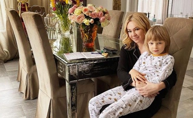 Яна Рудковская и ее сын Саша