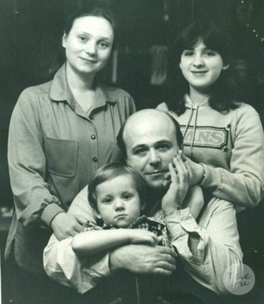 Молодой Калягин с семьей