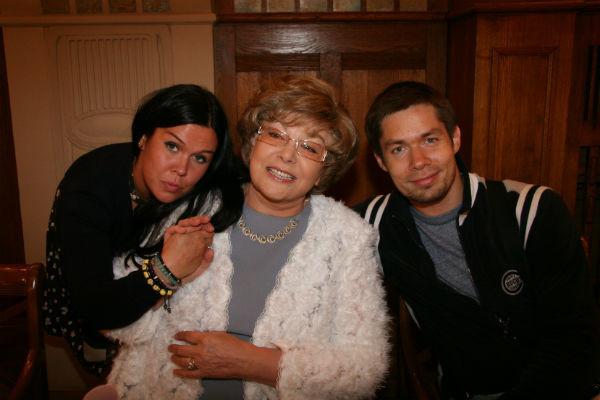 Эдита Пьеха с внуками