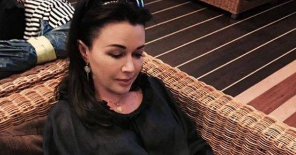 Анастасия Заворотнюк сидит