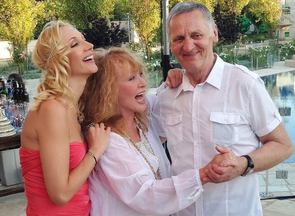 Кристина Орбакайте с родителями