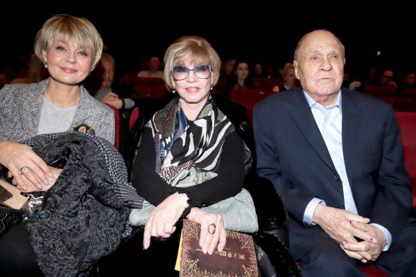 Вера Алентова с семьей