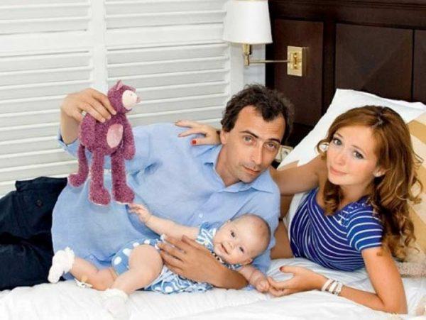 Елена Захарова с семьей