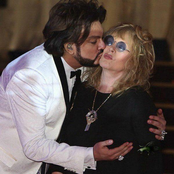 Киркоров целует Пугачева