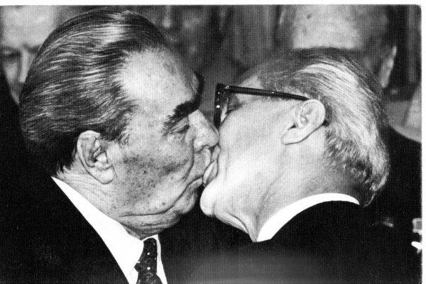 Тройной поцелуй Леонида Брежнева