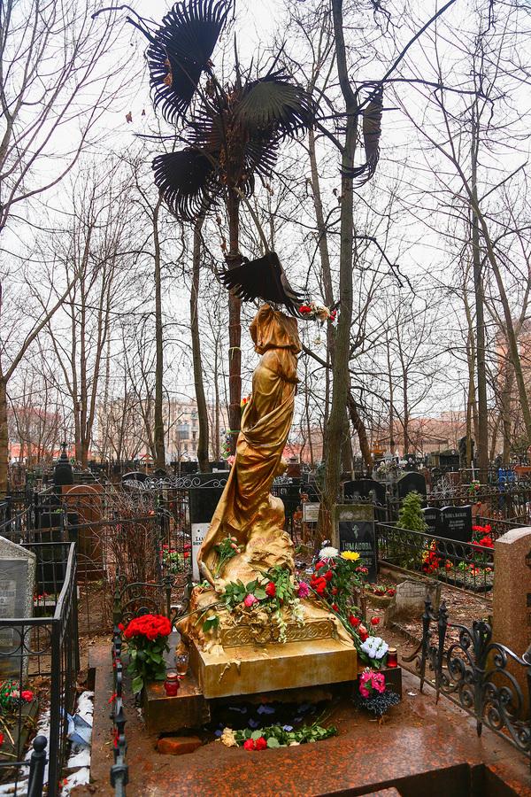 Памятник Соньке Золотой Ручке
