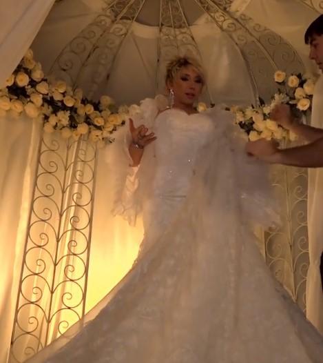 Елена Воробей в свадебном платье