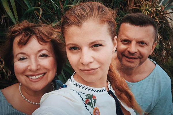 Как выглядит 27-летняя красавица-дочка Леонида Парфенова, которой в детстве диагностировали дислексию