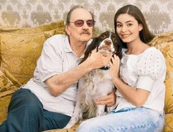 Юрий Яковлев с внучкой Марией Козаковой