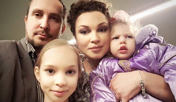 Данко с первой женой и дочками