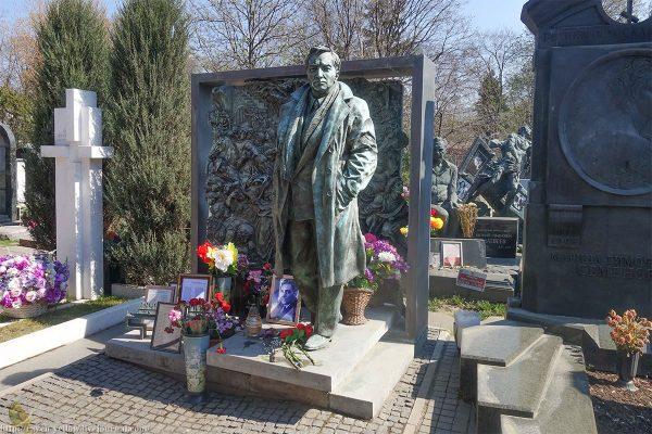 Могила Вячеслава Тихонова