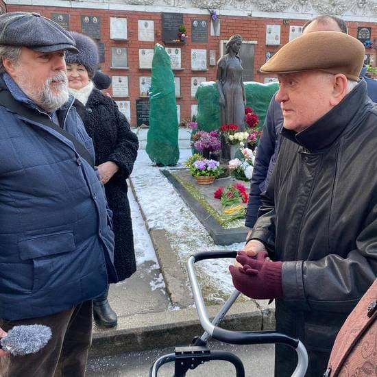 Михаил Горбачев 5 января 2020 года на Новодевичьем кладбище в день рождения жены